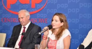 Od lewej siedzą: prof. dr hab. n. med. Jan Lubiński, Anna Dereszowska