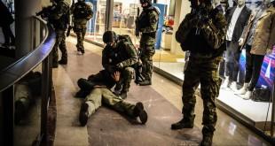 KWP GDAŃSK - ĆWICZENIA POLICYJNYCH ANTYTERRORYSTÓW W GALERII HANDLOWEJ (...